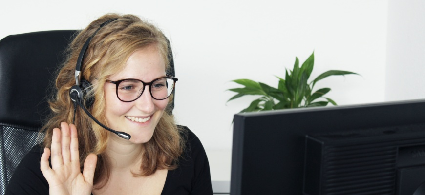 Mitarbeiterin beim Einsatz von eyeCall